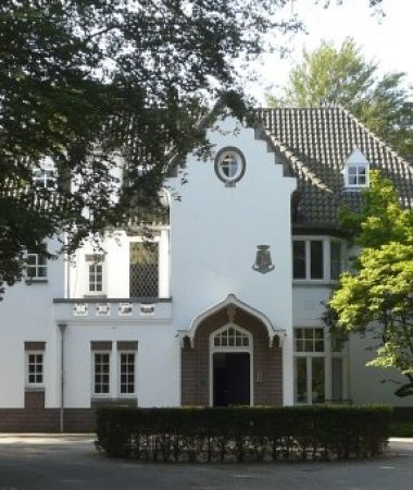 Culturele Villa in Bosrijke Omgeving