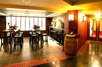 AMR-GrandHotel-Wine vault kopie.jpg