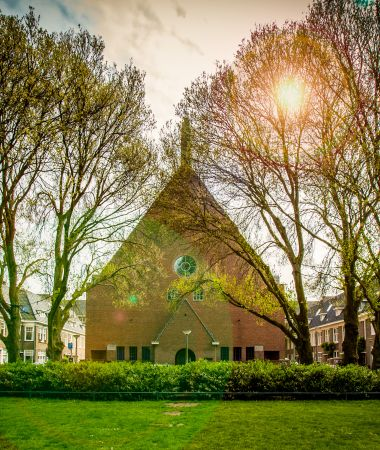 Monumentale Kerk met Designinrichting