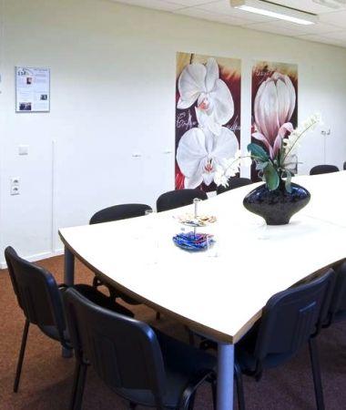 Vergadersessie bij een Gezellig Eetcafé