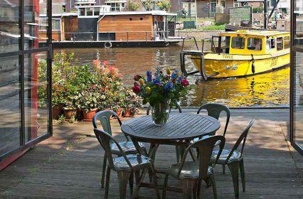 vergaderen-industriële-scheepswerf-aan-het-water-Amsterdam-6