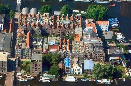 vergaderen-industriële-scheepswerf-aan-het-water-Amsterdam-7