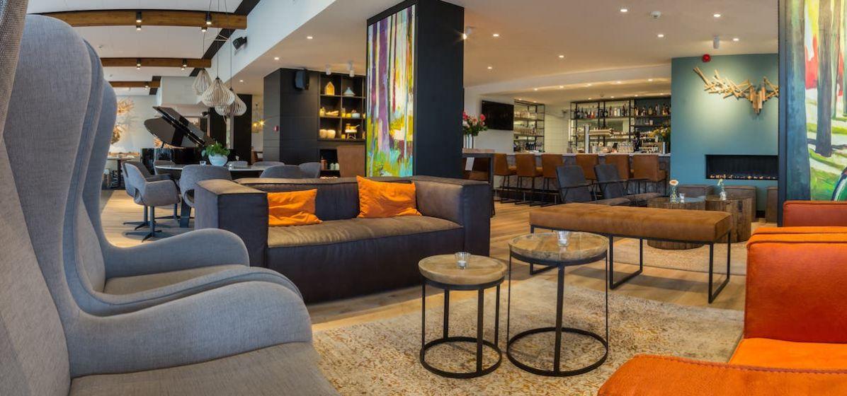 Lounge april 2017-min.jpg