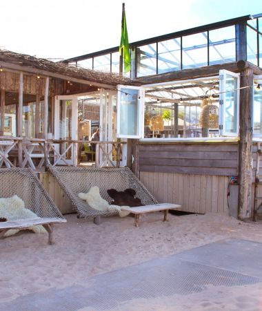 Relaxte Loungeclub aan het Strand