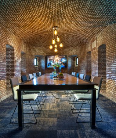 Intiem en Bijzonder Vergaderen in een Fort