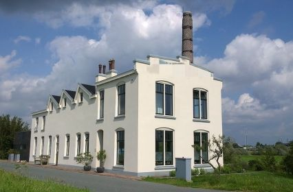 Aangepast monumentaal gebouw en groene omgevingjpg
