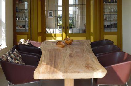 Voorhuis vergadertafel.jpg
