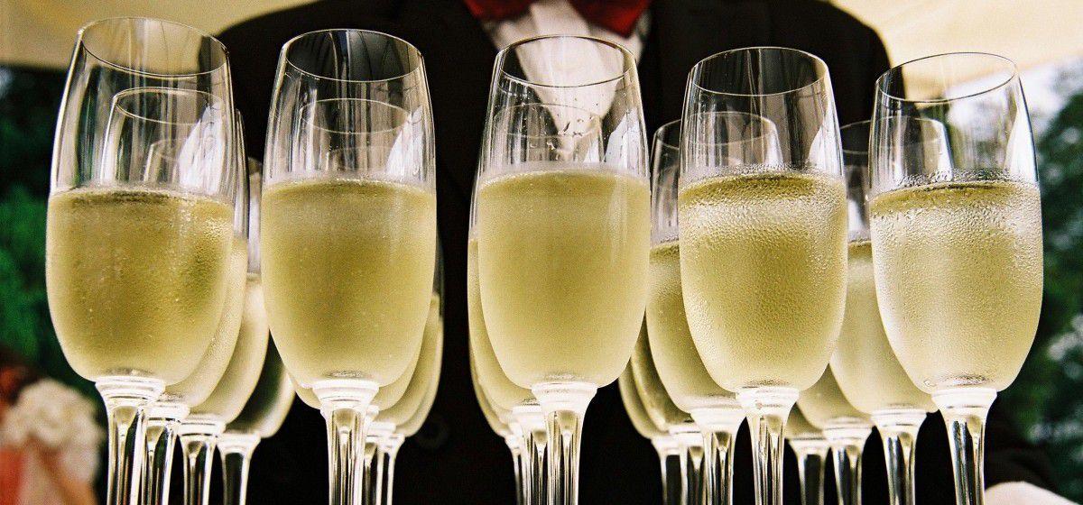 drink_champagne_alcohol_celebration-1328307.jpg