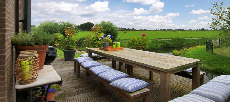 Het Gemaal van Muiden, tuin en uitzicht naar Muiderslot.jpg