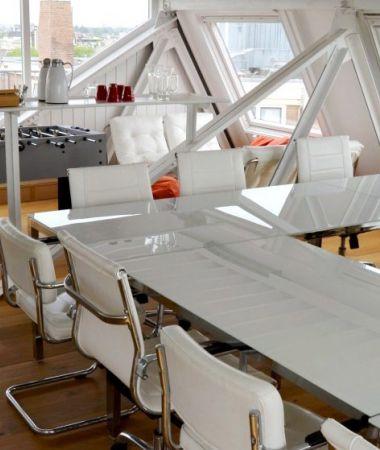 Stijlvolle Meetingroom met Panoramisch Uitzicht