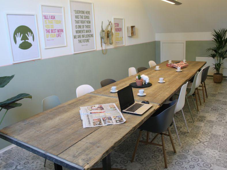 Hippe Meeting-room met Industriëel Karakter