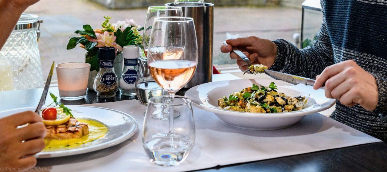 Diner in Bistro Nice.jpg