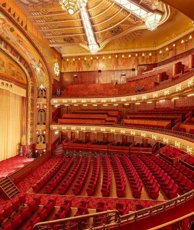 Prachtig Klassiek Theater in Monumentaal Pand