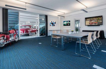 Bijzonder Grand Café in een Auto Gallery