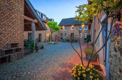 1561 luxe vakantiehuis 26 personen zuid limburg .jpg