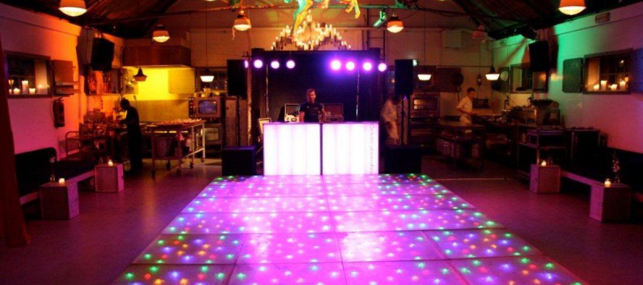 feest F met verlichte dansvloer_InPixio.jpg