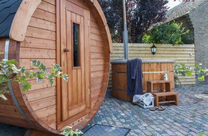 sauna en hottub 2.jpg