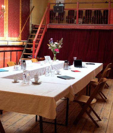Vergaderen in een Oude Amsterdamse Bioscoop