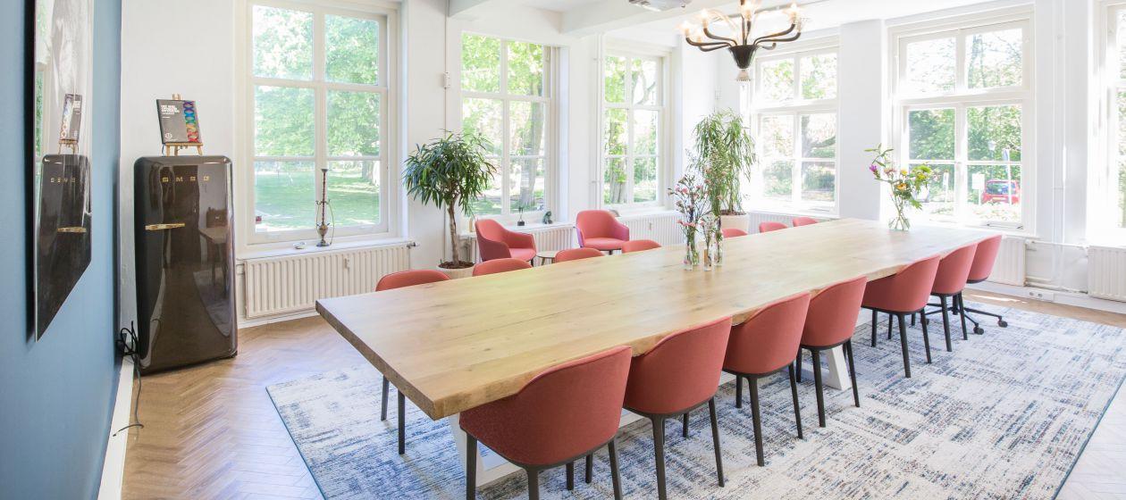 Vergaderen, vergadering, brainstorm, borrel, meeting, meetingroom, zaalhuur, break-out, presentatie, landhuis