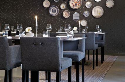 Mooirivier-restaurant-bordjes-muur-liggend.jpg