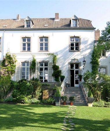 Monumentaal Landhuis in Weelderig Groen