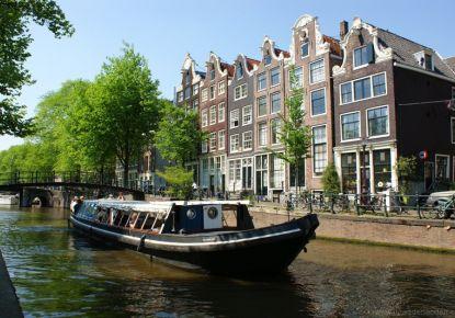 Luxe Grachtenboot in Hartje Hoofdstad