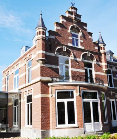 Eigentijdse Kantoorvilla nabij Den Bosch