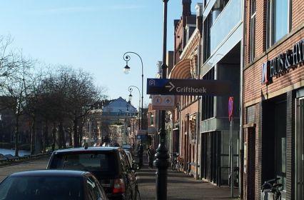 P Grifthoek straatbeeld met richtingpijl parkeergarage.jpg