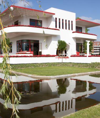 Architecturale Villa met Internationale Allure