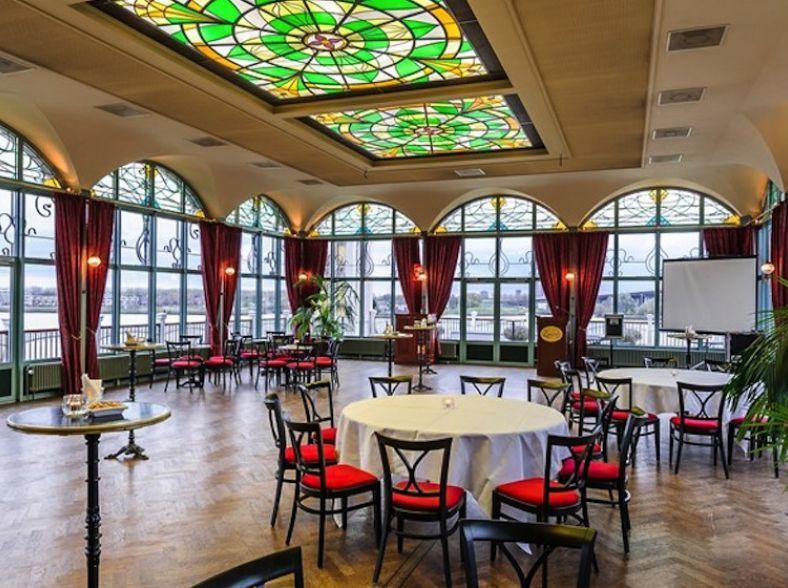 Glazen Huis in Art Nouveau-stijl aan de Maas