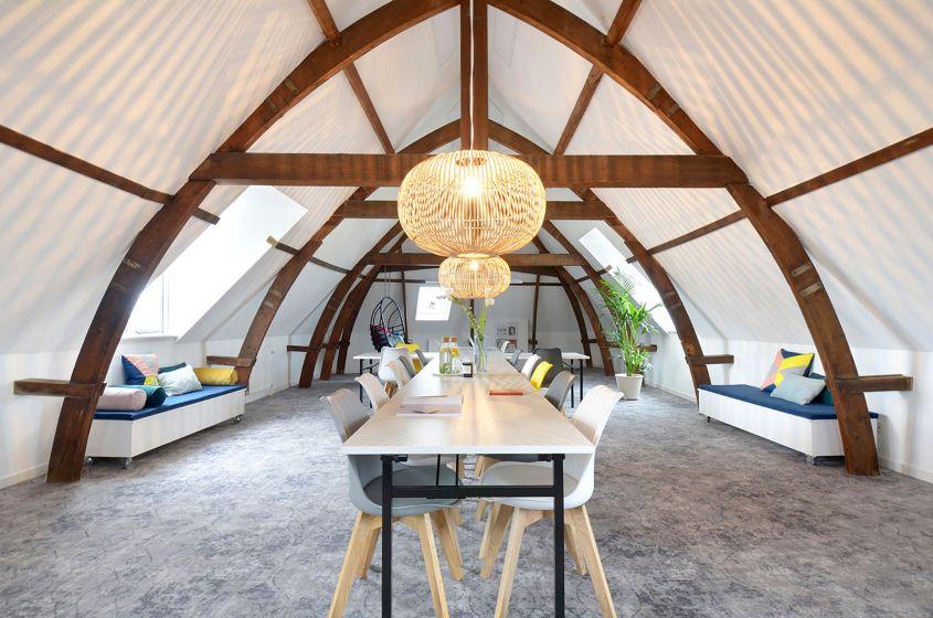 Natuurlijke Zolder Loft : Vergaderen op de zolder van een armeense kerk inspiratie op locatie